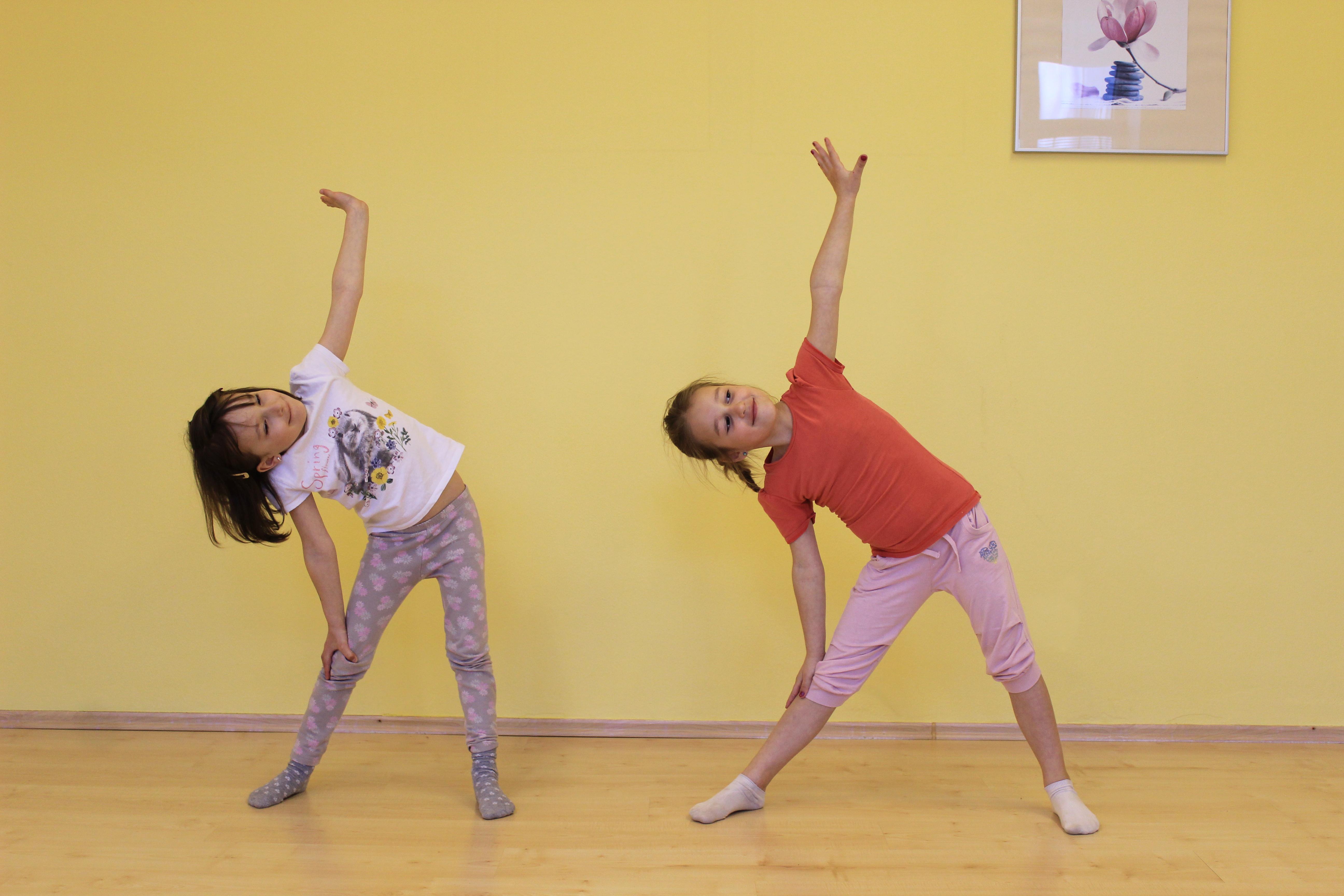 dětská jóga- pozice letadlo